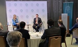 Un moment de la xerrada del ministre Jordi Gallardo al Círculo Ecuestre de Barcelona.