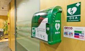 Crèdit Andorrà instal·la desfibril·ladors a la seva xarxa d'oficines