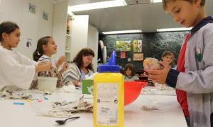 L'Escola d'Art dóna oportunitat als adolescents a fer-se seu l'espai formatiu
