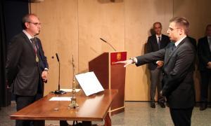 León jura el càrrec amb l'objectiu prioritari de treballar per assolir el pacte d'Estat per la reforma sanitària