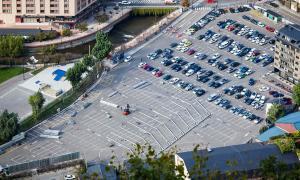 El muntatge de la Fira d'Andorra la Vella elimina 300 places de l'aparcament del parc Central