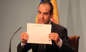 Alcobé nega totes les acusacions i posa el seu càrrec a disposició del cap de Govern