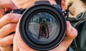 MoraBanc dedica el calendari 2017 als fotoperiodistes d'Andorra