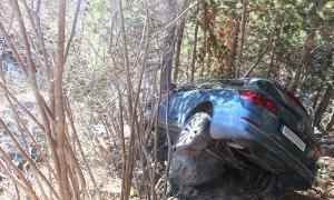 Un cotxe cau 50 metres al túnel fals d'Arcalís i el conductor resulta il·lès