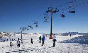 La manca de neu al Pirineu afavoreix l'arribada d'esquiadors francesos a Andorra