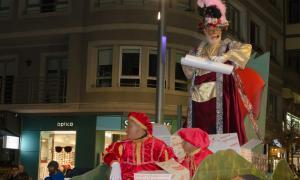 El patge reial anuncia la cavalcada de Ses Majestats per Escaldes i Andorra la Vella