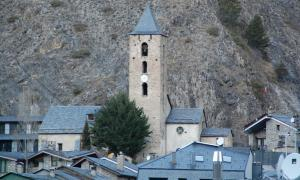 Furten més de 1.000 euros en dos domicilis de Canillo