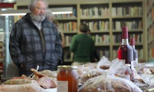 Els Encants d'Escaldes-Engordany es posen sota cobert a la Biblioteca i recapten 5500 euros