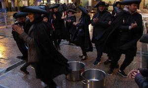 Andorra la Vella celebra el Robatori de les Olles amb la incorporació de balls a les places