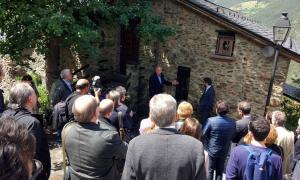 El poble d'Aubinyà posa una placa en memòria dels emigrants andorrans