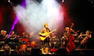 L'ONCA i Ramon Mirabet plasmen l'encaix de la seva música a la festa major laurediana