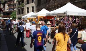 El carrer Major d'Ordino es torna a omplir d'artesanies El carrer Major d'Ordino es torna a omplir d'artesanies