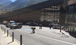 Un motorista es fractura la tíbia i el peroné en un accident a Andorra la Vella