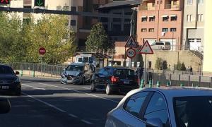 Aparatós accident sense ferits a l'avinguda Salou