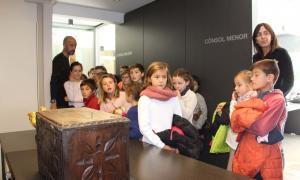 Una setantena d'alumnes de segon cicle de l'escola andorrana visiten el Comú d'Ordino