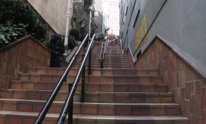 Les escales que comuniquen les avingudes de les Escoles i del Pessebre d'Escaldes-Engordany.