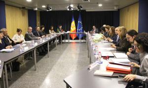 Una de les reunions entre les delegacions de la UE (esquerra) i l'andorrana (dreta) per l'acord d'associació amb la Unió Europea.