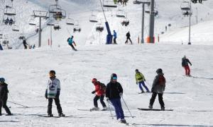 Esquiadors a les pistes del Pas de la Casa aquest matí.