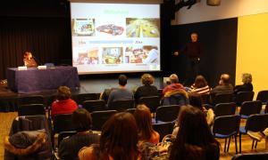 Un moment de la conferència 'Steam i pensament computacional: nous reptes per a l'escola del segle XXI', a càrrec de Florenci Pla, professor de l'UdA.