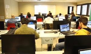 Un moment del taller formatiu sobre videojocs a l'UdA.