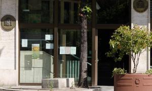 Una imatge de l'entrada a l'ambaixada d'Espanya.