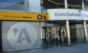 Façana de la seu central de BancSabadell d'Andorra.