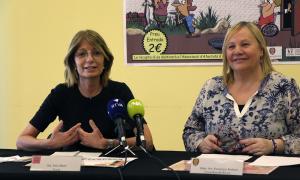 La vocal d'Autea, Inés Martí, i la consellera de Social, Francesca Barbero, durant la roda de premsa de presentació de les dues activitats.