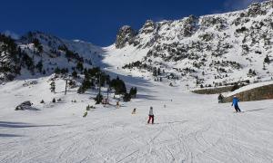 Esquiadors a l'estació d'Arcalís a l'inici de la temporada.
