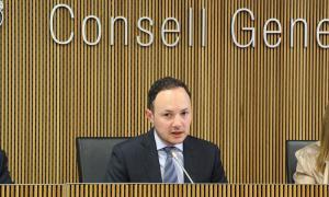 El ministre d'Afers Socials, Justícia i Interior, Xavier Espot, durant la compareixença davant la comissió legislativa d'Afers Scoials.
