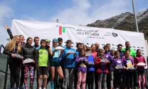 Fotografia de grup dels premiats a la 9a Cursa popular illa Carlemany.
