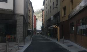El nou aspecte del carrer Santa Anna aquest dilluns al matí.