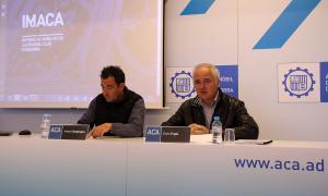 El secretari general i el president de l'Automòbil Club d'Andorra, Antoni Sasplugas i Enric Pujal, durant la presentació de l'informe Imaca 2017.