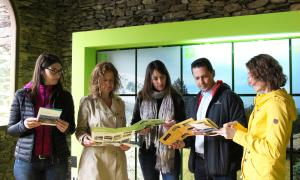 La ministra de Medi Ambient, Agricultura i Sostenibilitat, Sílvia Calvó, al Centre de Natura de la Cortinada, aquest dimarts al matí, amb les responsables dels parcs naturals.
