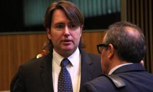 El conseller general d'Unió Laurediana i Ciutadans Compromesos, Carles Naudi, abans de començar la sessió de control al Govern