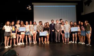 Fotografia de grup de tots els premiats.