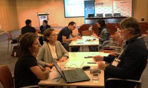 Un moment de la sessió d''Speed Mentoring' entre els finalistes del Lab Impact Andorra i professionals de diversos sectors.