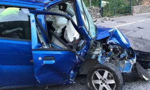 Estat en què ha quedat el cotxe després de l'accident.