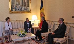 La ministra d'Afers Exteriors, Maria Ubach, i el representant del copríncep episcopal a Andorra, mossèn Josep Maria Mauri, han acompanyat al nou ambaixador i al copríncep després de l'entrega de les cartes credencials.