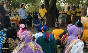 La ministra d'Afers Exteriors, Maria Ubach, en una visita a l'Illa d'Ibo, Moçambic.