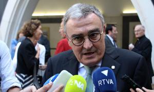L'ambaixador d'Espanya a Andorra, Àngel Ros, parla amb els mitjans després de la missa al Santuari de Meritxell.