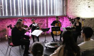 El quintet, durant l'actuació.