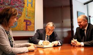 Els cònsols d'Encamp amb l'ambaixador espanyol, Àngel Ros.