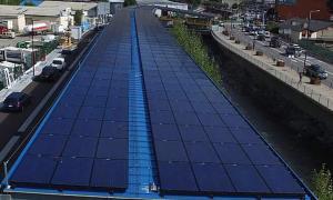 Instal·lació fotovoltaica al llosat de l'estació d'autobusos.