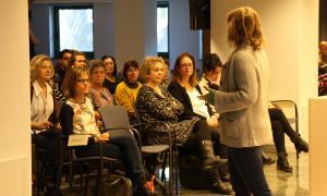 La gastroenteròloga pediàtrica de l'hospital Universitari de Sant Joan de Reus, Gemma Castillejo, durant la conferència que ha impartit dissabte.