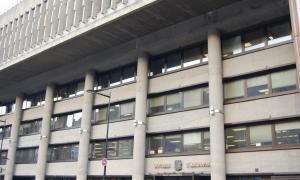 Façana de l'edifici administratiu del Govern.