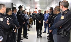 L'arquebisbe d'Urgell i copríncep episcopal, Joan-Enric Vives, amb els caps dels diferents departaments policials aquest dimarts.