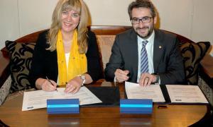Jover i el Consell d'Europa signen un acord per ensenyar què és la democràcia als centres educatius