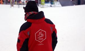 Un monitor d'esquí de Vallnord-Ordino Arcalís durant la temporada passada.