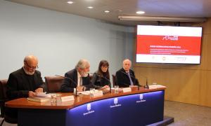 Els guardonats amb els Premis internacionals Ramon Llull i el president de la fundació, Vicenç Villatoro, durant la roda de premsa.