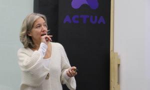 La directora d'Actua Empresa, Judit Hidalgo, en un moment de la roda de premsa.